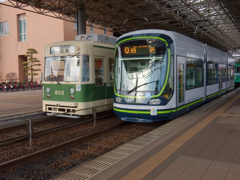 Hiroshima Electric Railway trains
